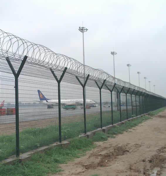 Y Post and Razor Wire Topped Perimeter Fence for Airport